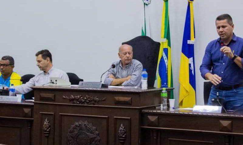 Miguel Messias discursa na Câmara de Arapongas
