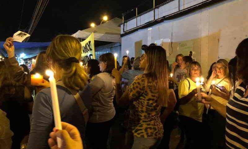Defensores de animais protestam contra a morte do cachorro Grandão, em Brasília, DF