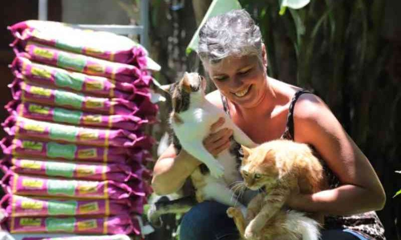 Coordenadoria de Proteção Animal entrega mais de 1.400 kg de ração para animais resgatados das ruas