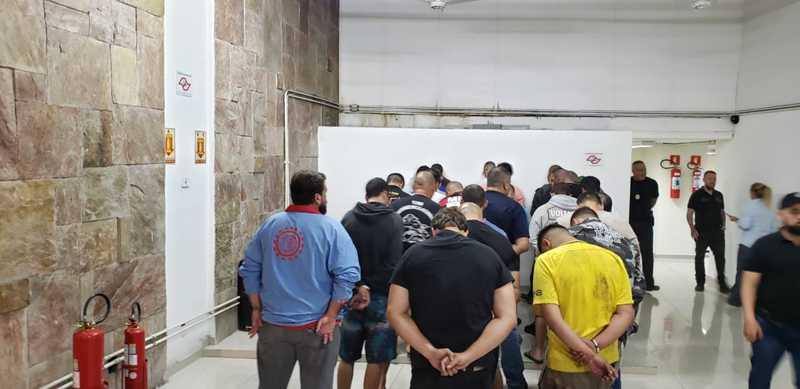40 pesssoas foram detidas — Foto: Polícia Civil do Paraná/Divulgação