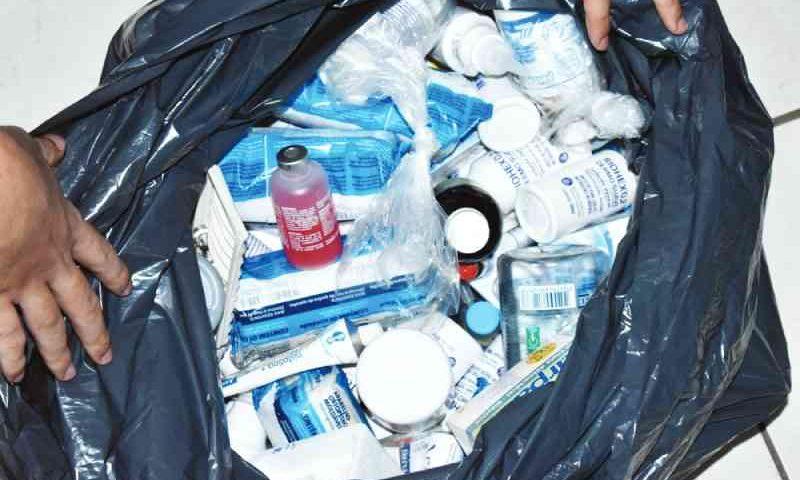 Medicamentos vencidos e animal morto são encontrados em clínica veterinária em Uberaba, MG
