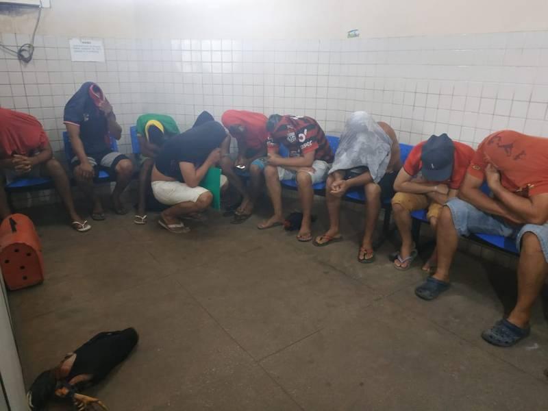 15 pessoas são detidas durante rinha de galo no bairro Uruará, em Santarém, PA