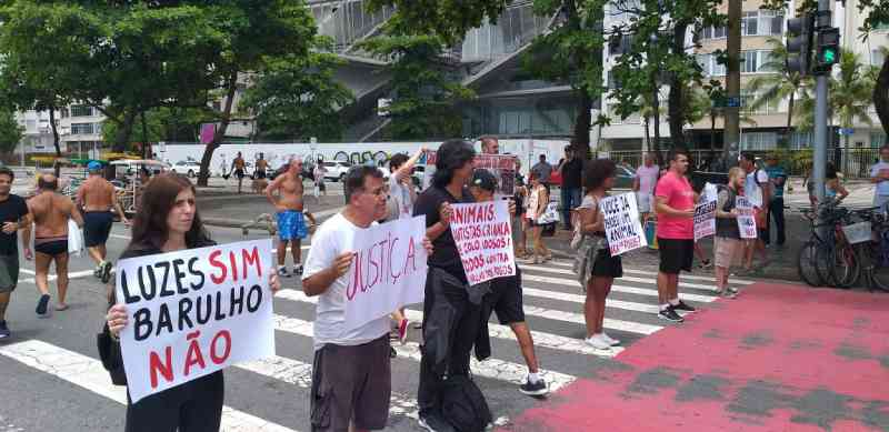 Copacabana recebeu protesto contra fogos de estampido