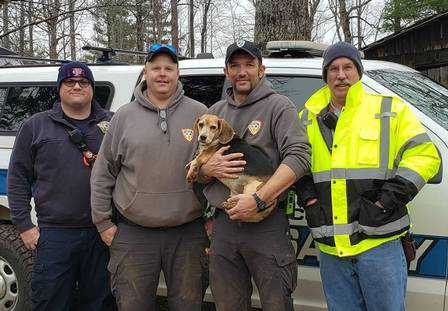 Henry e equipe que o salvou Foto: Reprodução/Facebook(Franklin County VA Animal Control and Shelter)