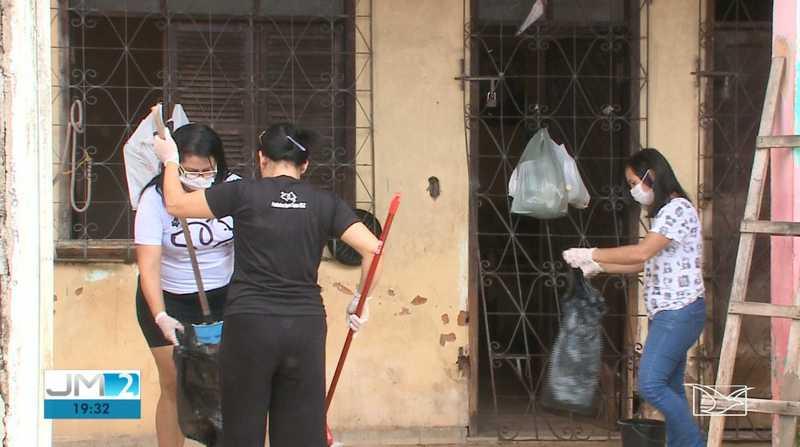 Gatos estavam em uma casa suja e abandonada no Cohab Anil III, em São Luís — Foto: Reprodução/TV Mirante