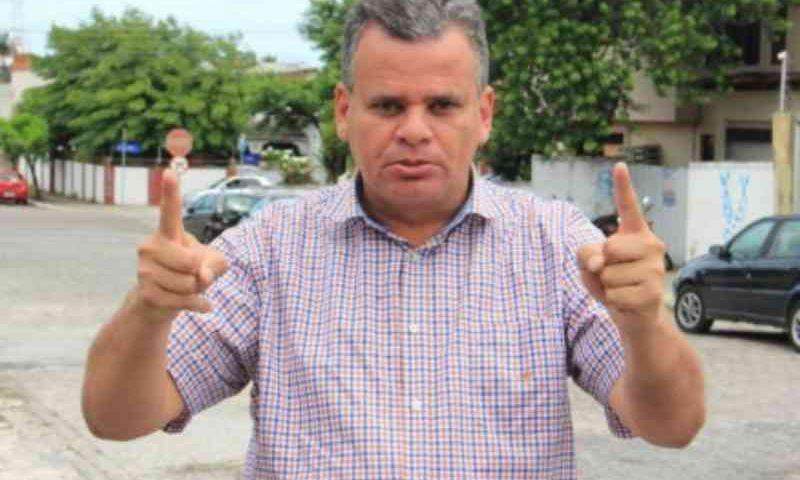 Apresentador de TV atropela cadela em condomínio na Paraíba