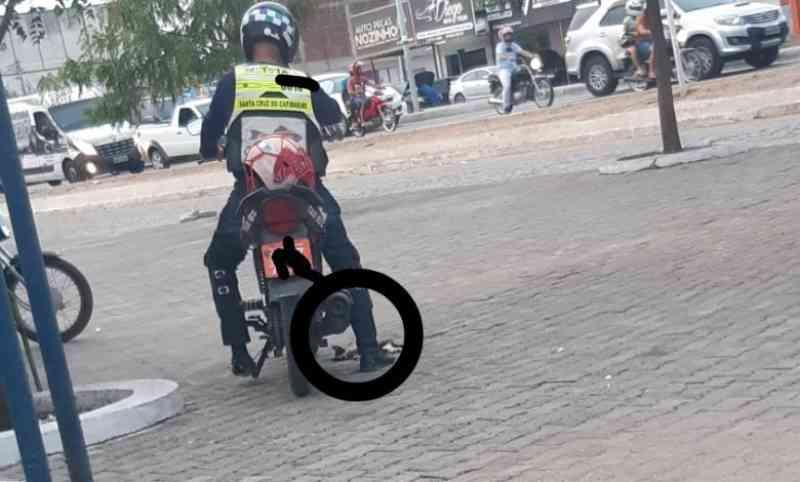 Mototaxista é preso acusado de atropelar e matar gato, em Santa Cruz do Capibaribe, PE
