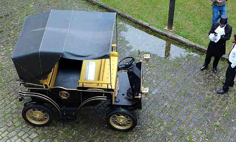 Petrópolis (RJ) adota charretes elétricas para passeios turísticos