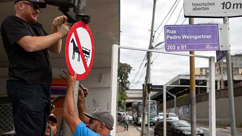 Canoas (RS) amplia o combate a maus-tratos contra animais sinalizando proibição de carroças no Centro