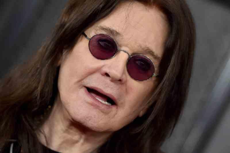 Ozzy Osbourne mostra 'amputações' ao sair em defesa de gatos como garoto-propaganda da PETA