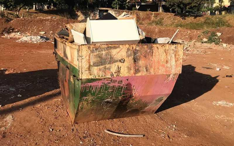 Cerca de 12 cães e gatos são encontrados mortos dentro de caçamba de lixo, em Caruaru, PE