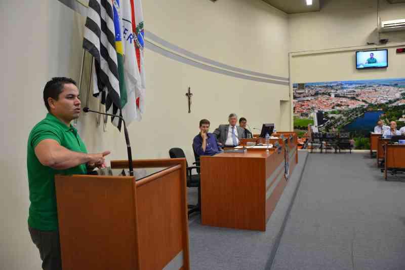 Câmara aprova lei que prevê proteção e cuidados com os animais comunitários de Araras, SP