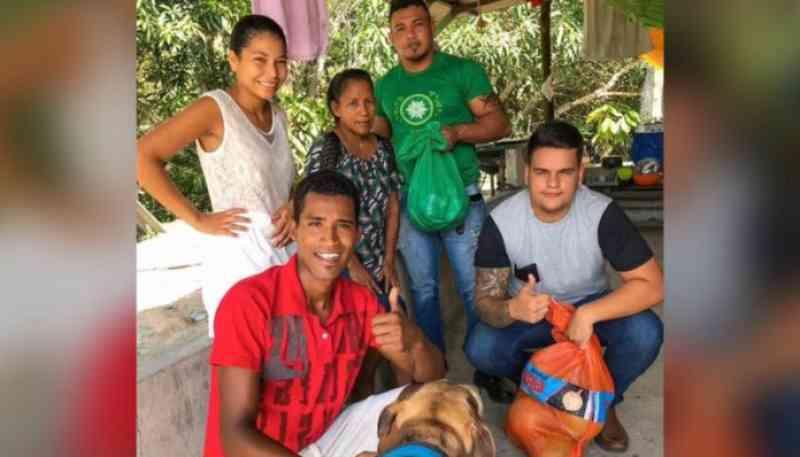 Protetor de animais arrecada alimentos para doar às famílias prejudicas pelo coronavírus em Manaus, AM