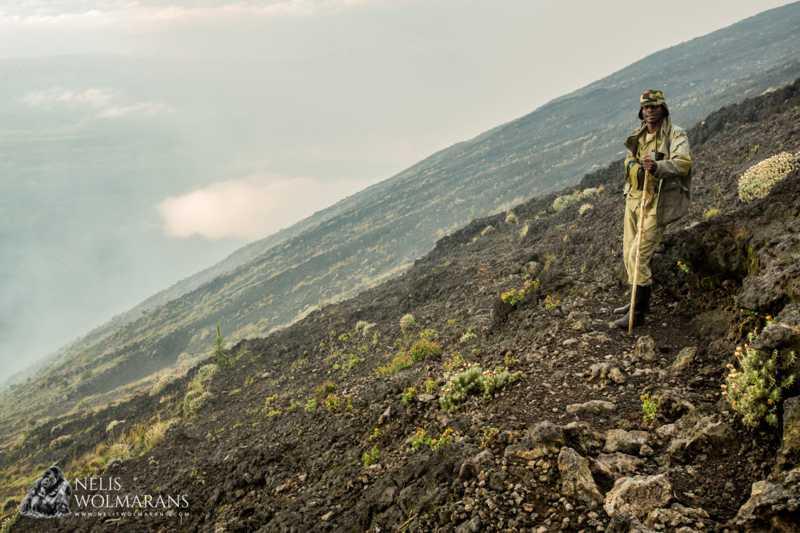 Guarrda florestal da ICCN no Parque Nacional de Virunga, RDC. Nelis Wolmarans.