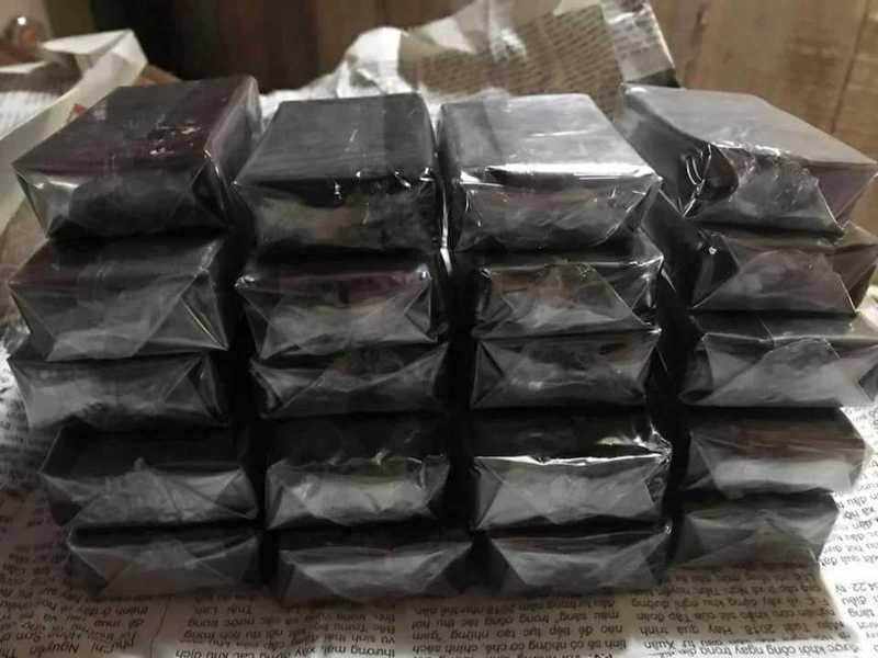 A mistura de gato preto é embalada para ser vendida on-line ou em mercados Crédito: SWNS: South West News Service