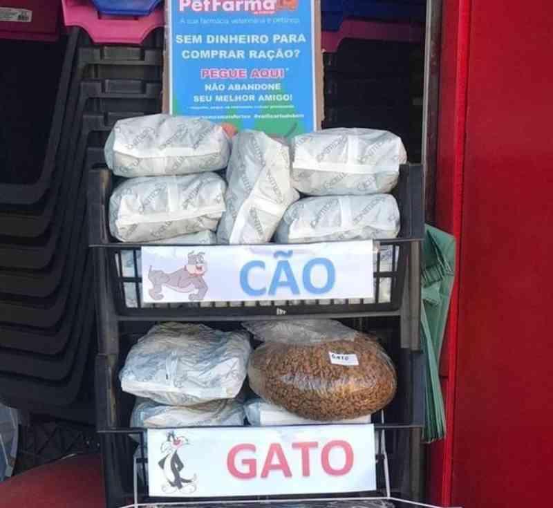 Empresário de Nova Friburgo, RJ, doa ração para tutores de cães e gatos durante a pandemia
