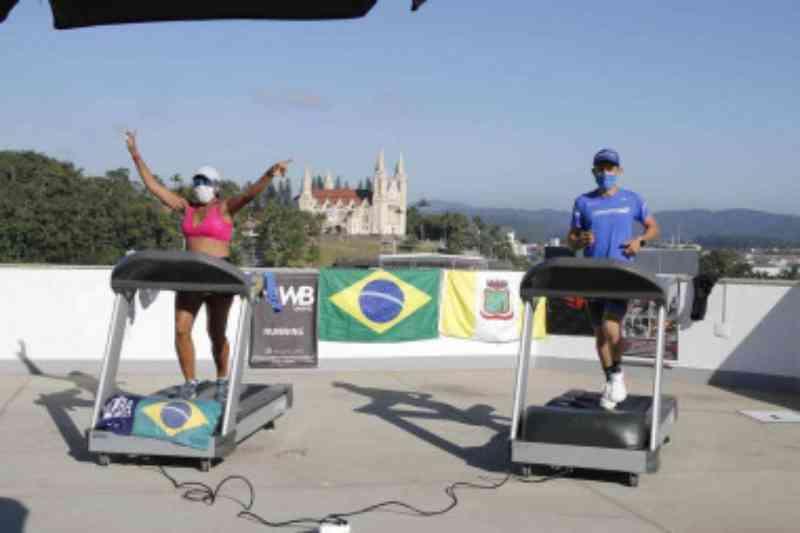 Live com ultramaratonista arrecada mais de 235kg de ração para animais em SC