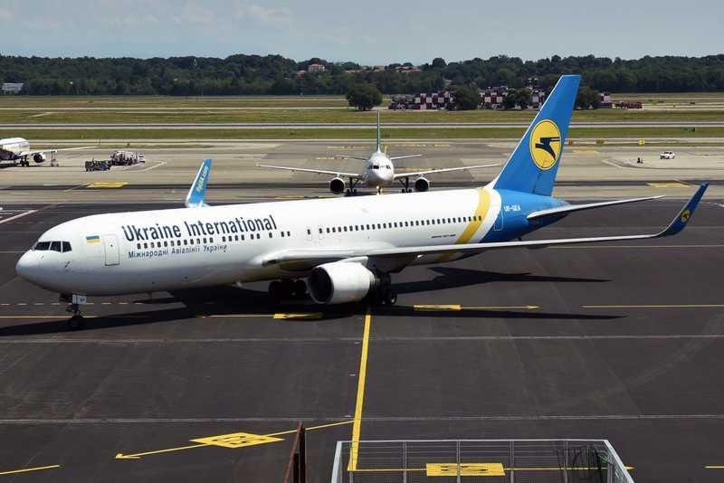 Comércio de animais: Boeing 767 ucraniano pousa com 38 filhotes de cães mortos a bordo