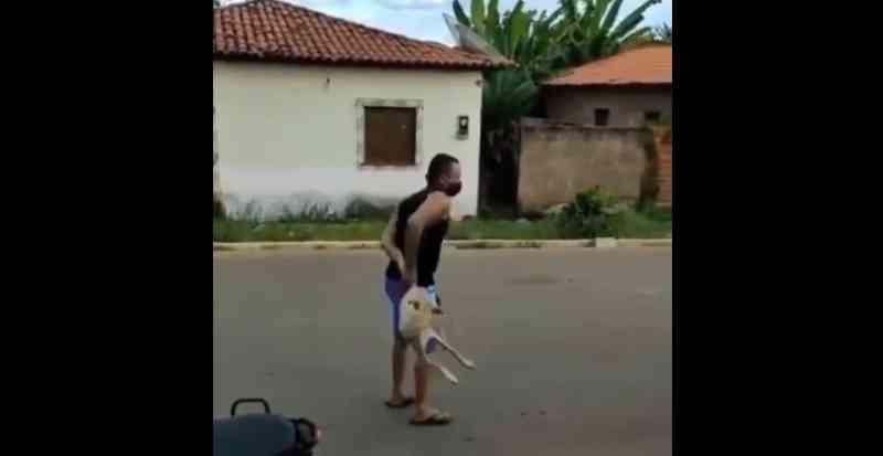 Vídeo: funcionário do Samu maltrata cachorro sob aplausos e risadas no Maranhão