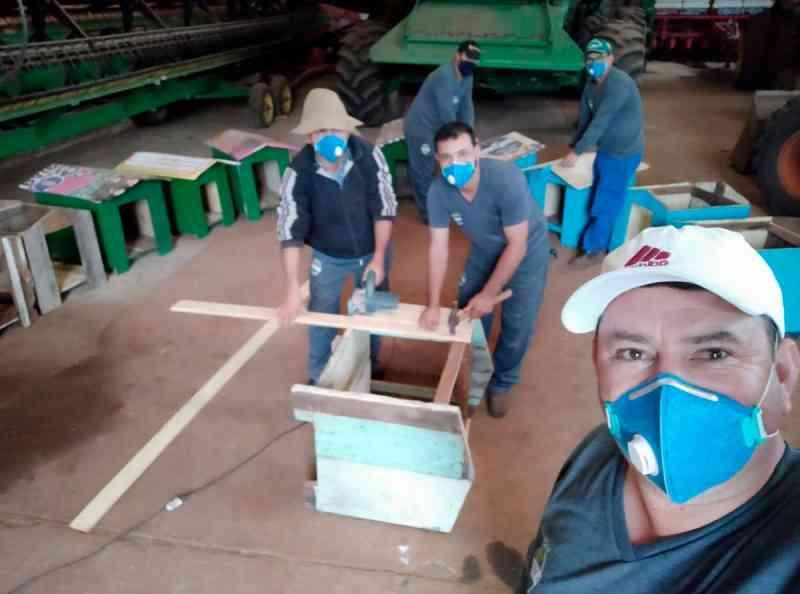 Voluntários confeccionam mais 101 casinhas para animais abandonados em Xanxerê, SC