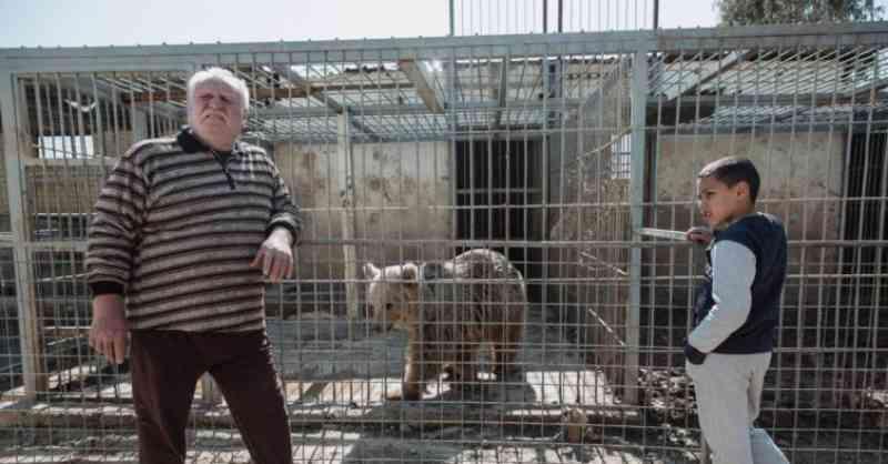 O homem que arriscou a vida contra o ISIS para salvar os animais do zoo