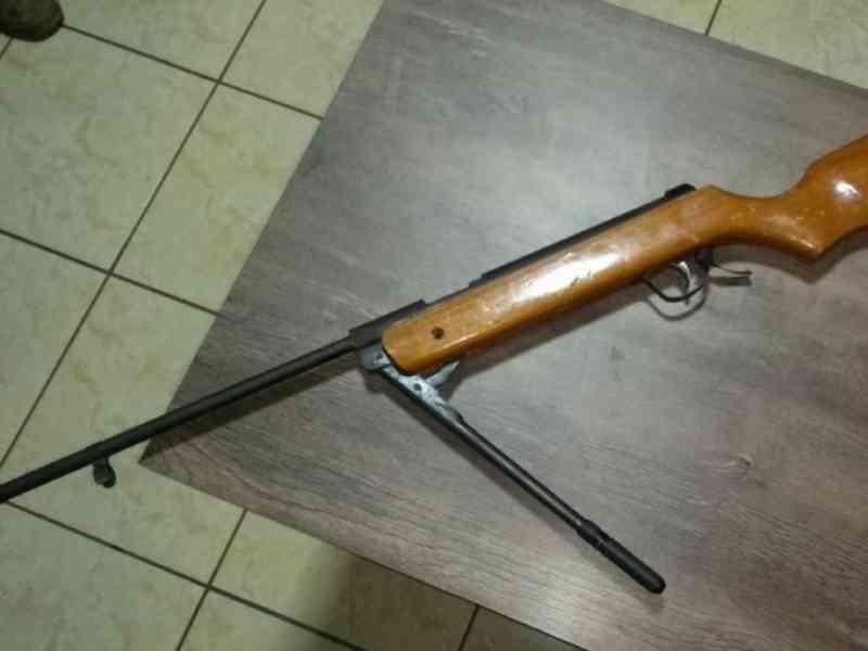 Homem é preso suspeito de tentar atirar contra cachorro de rua, em Chapadão do Céu, GO