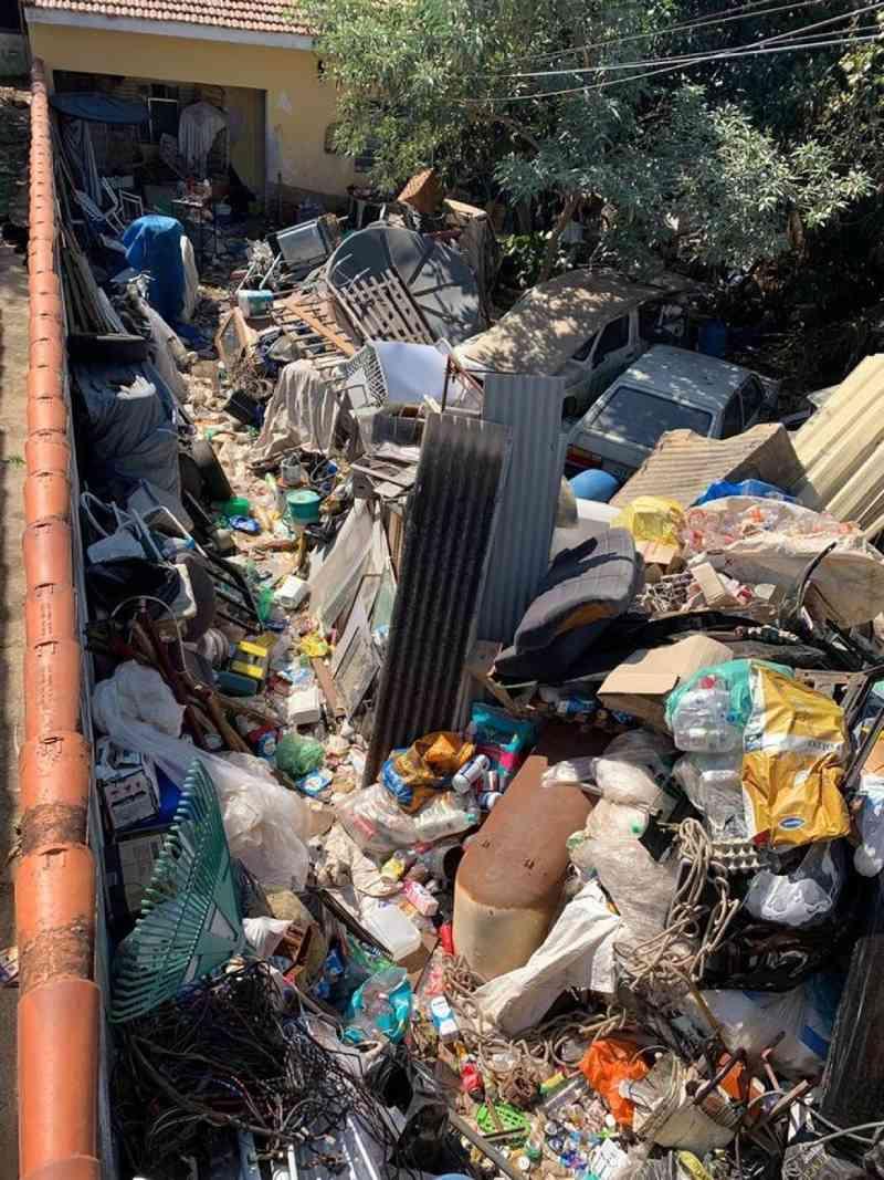 Mais de 30 animais são resgatados de casa com acúmulo de lixo em Itu, SP