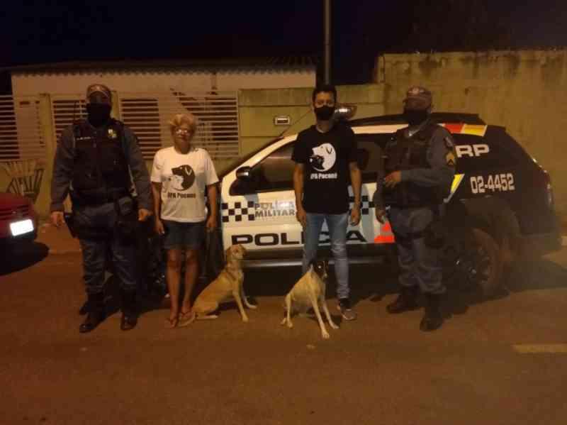 Policiais derrubam portão para resgatar cachorros vítimas de maus-tratos em Poconé, MT