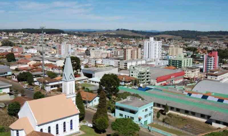 Prefeitura de Curitibanos (SC) aplica multa para quem alimentar animais nas ruas