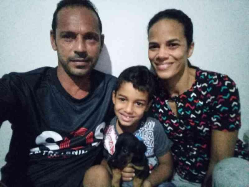 Família adota cachorrinha jogada de prédio na Bahia e a batiza de Vitória: 'Ela é uma sobrevivente'