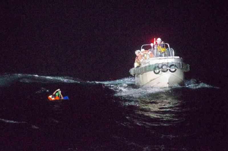 Navio com quase 6 mil vacas e 43 tripulantes afunda perto do Japão