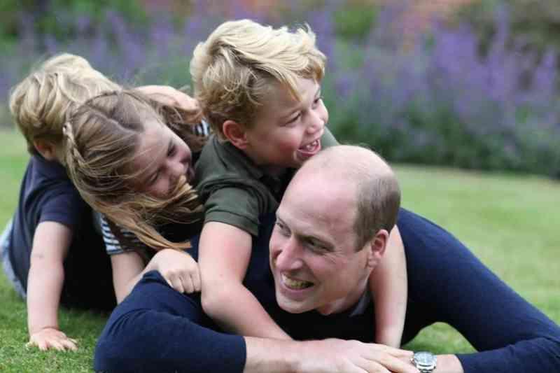 Príncipe William é criticado ao levar George, de 7 anos, para caçar animais