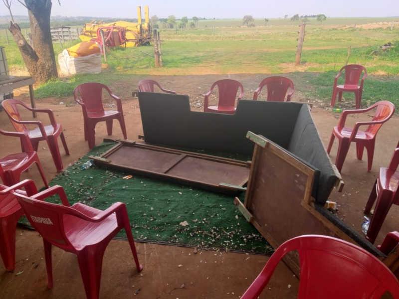 Polícia Ambiental flagra rinha de galos em Mirante do Paranapanema — Foto: Polícia Militar Ambiental