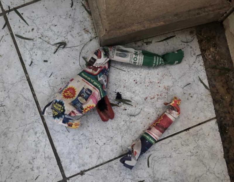 Em algumas casas, os cachorros não chegaram a encontrar as salsichas envenenadas
