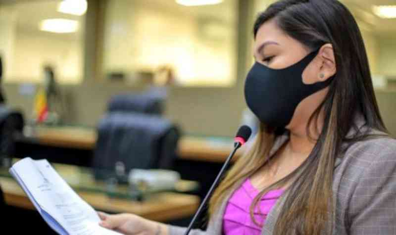 Projeto de lei que proíbe proíbe a retirada de penas e plumas de aves vivas é aprovado no Amazonas