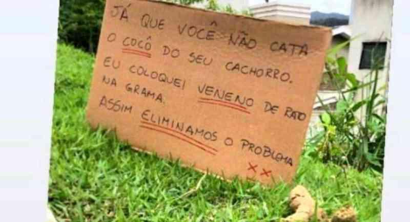 'Coloquei veneno de rato na grama': placa gera revolta na Praia dos Amores, em Balneário Camboriú, SC