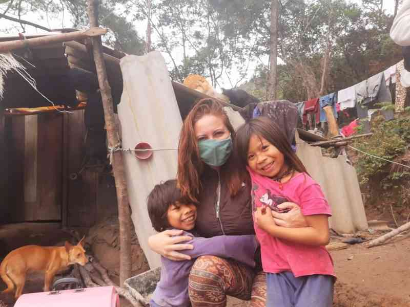 Protetora fala sobre ação em comunidades indígenas e projeto Cão Terapia, interrompido há dois anos em Florianópolis