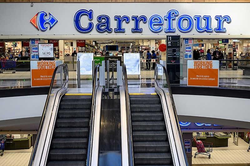 Casos de racismo, violações trabalhistas e agressões contra animais também aconteceram em supermercados da rede - Foto: Bertand Guay/AFP