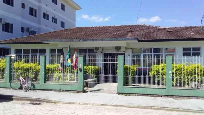 Suspeito de matar 18 gatos envenenados em SC guardava 'chumbinho' em casa, revela polícia