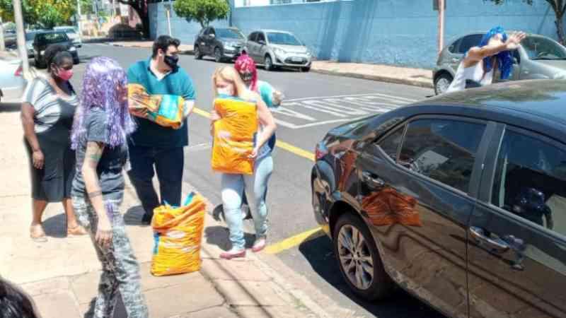 Campanha solidária arrecada 120 quilos de ração animal em Araraquara, SP