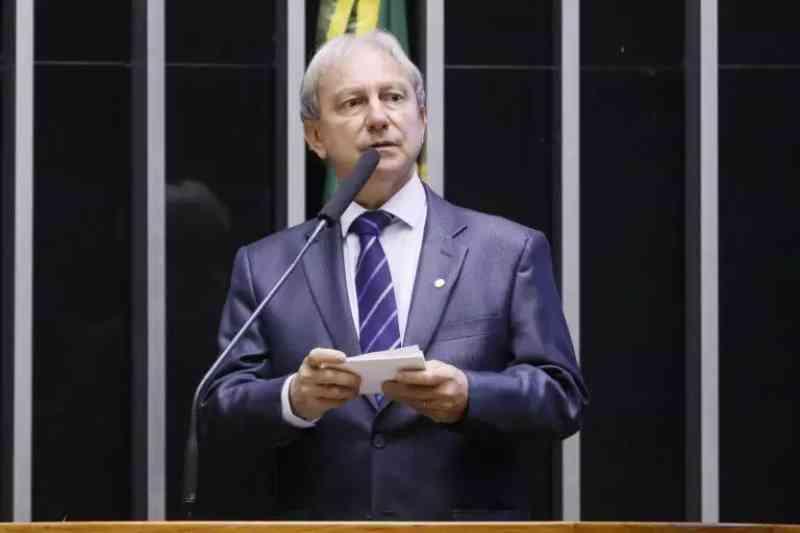 Deputado Nilson Stainsack protocola projeto para autorizar 'caça esportiva' no Brasil