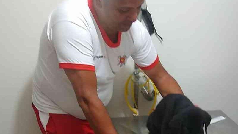 Bombeiros salvam filhote de cachorro atropelado em Taguatinga, no DF