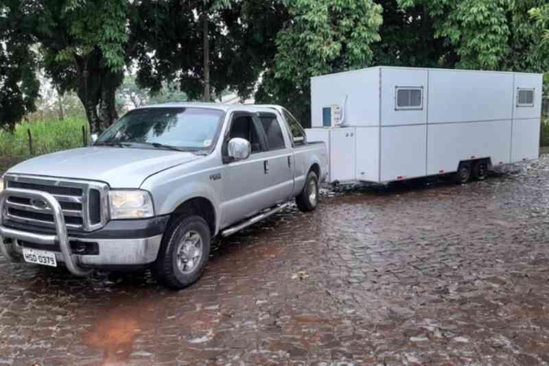 Prefeitura de Foz do Iguaçu (PR) adquire castramóvel e busca convênio com faculdade