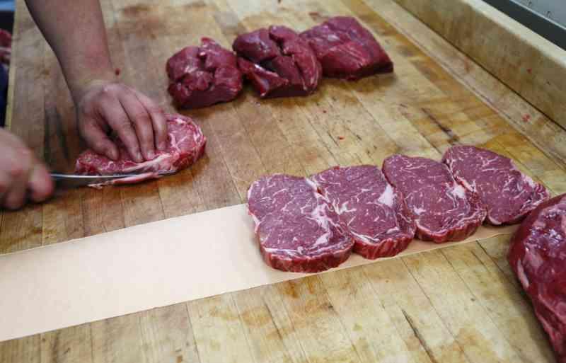 Singapura é o primeiro país a aprovar venda de carne produzida em laboratório