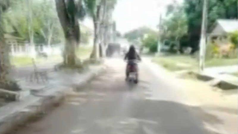 Mulher é flagrada arrastando gato amarrado em moto pelas ruas de Bonito, no Pará