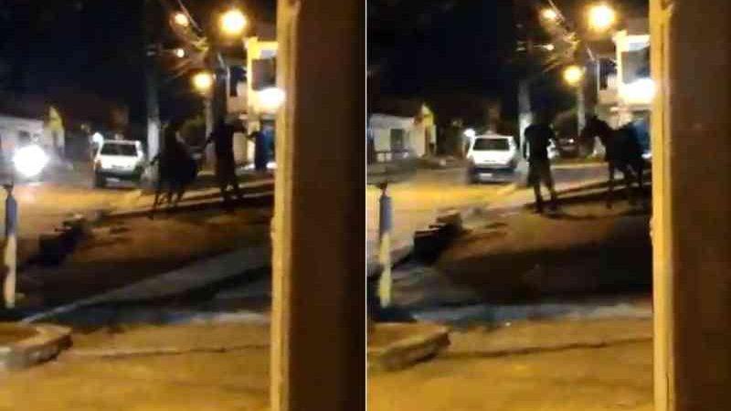 Homem é flagrado agredindo égua no bairro Santo Amaro, Maceió, AL
