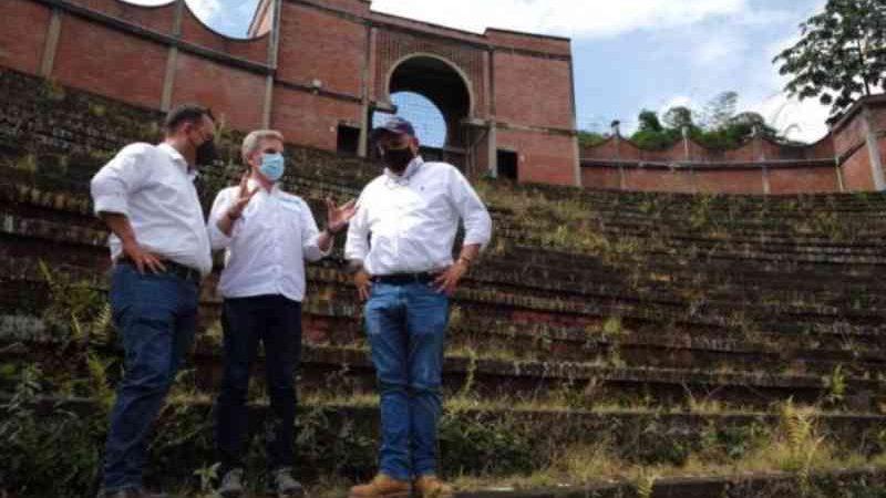 Colômbia transforma antiga praça de touradas em centro ambiental especializado em reflorestamento