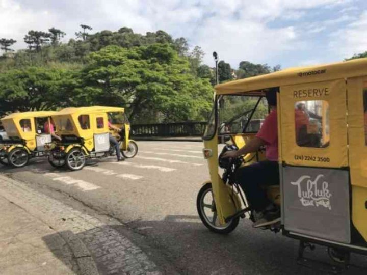 Petrópolis (RJ) adota tuk-tuk e charrete elétrica para substituir tração animal