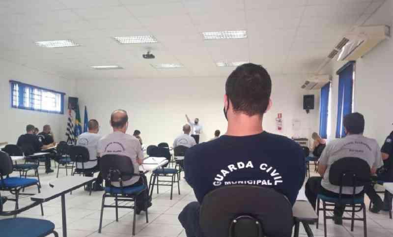 Guardas e vigias realizam curso de Introdução ao Direito Animal e combate aos maus-tratos em Rio Claro, SP