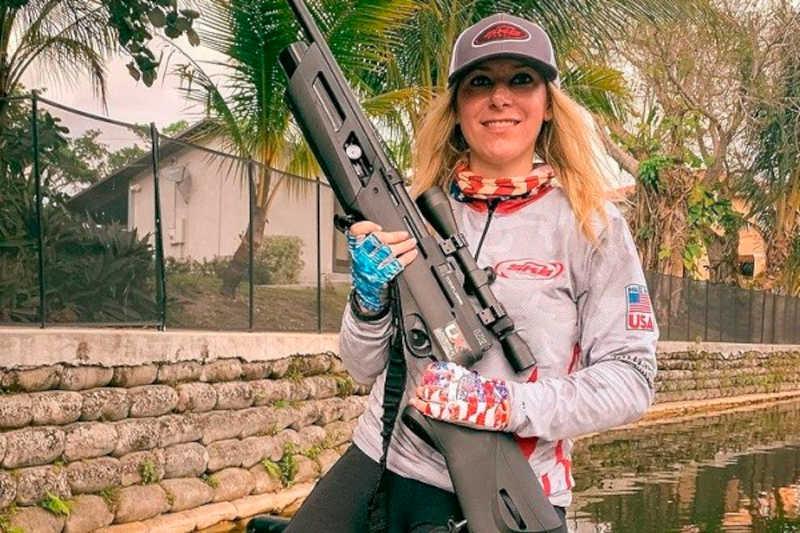 A apresentadora e caçadora de animais Larysa Switlyk (Foto: Instagram)